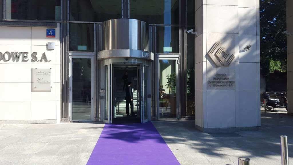 GPW zawiesza obrót akcjami Devoran S.A. na wniosek KNF