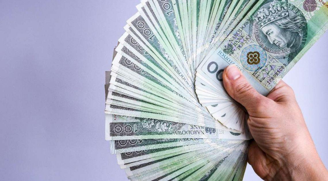Inflacja w Polsce rośnie, a notowania złotego nie osłabiają się. Dlaczego PLN zyskuje się na wartości w obliczu wzrostu cen?