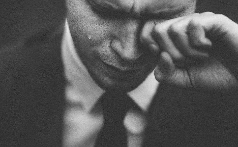 Finanse behawioralne: Teoria żal, regret theory - jak żal wpływa na Twoje decyzje inwestycyjne?