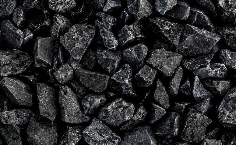 JSW nie ogranicza produkcji węgla, ale i tak spada - kurs najniżej od lat