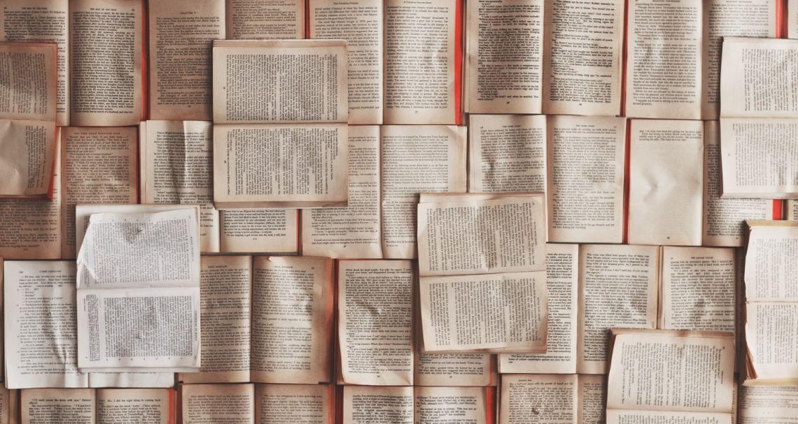 """Kartami wydajemy na książki nieco więcej niż przed rokiem – wynika z analizy Santander Bank Polska na """"Światowy Dzień Miłośników Książek"""""""