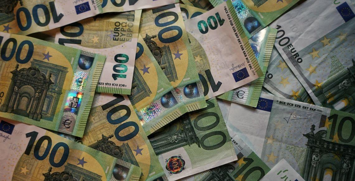 Kluczowy opór dla kursu euro (EUR) do dolara (USD). Notowania głównej pary walutowej