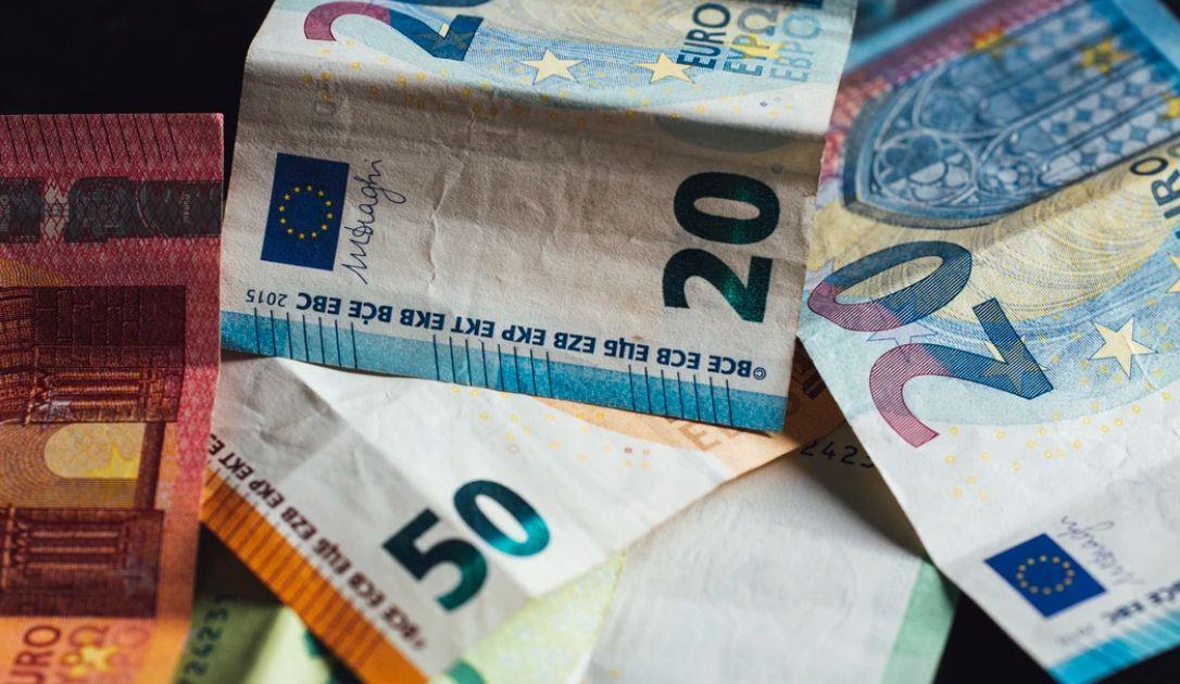 Kolejny cel dla kursu euro do dolara (EUR/USD). Wzrosty europejskiej waluty względem funta (EUR/GBP). Dane z rynku pracy w USA, Europa notuje spadki