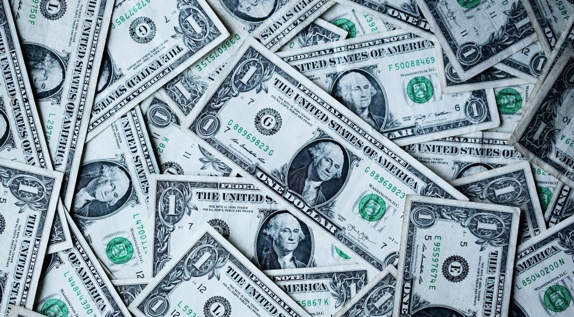 Koszyk dolara ustanowił nowe, tegoroczne szczyty. Kurs euro i funta do dolara przy lokalnych minimach