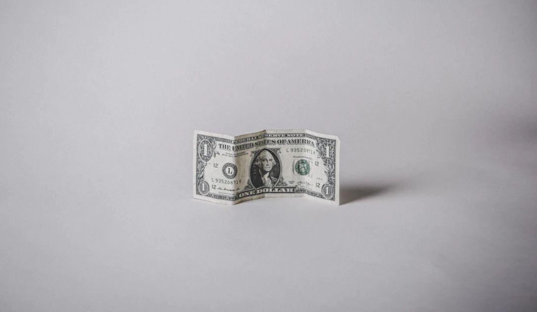 Kurs dolara amerykańskiego słabszy. Siła waluty nowozelandzkiej i australijskiej. Bez zmian na kursie euro. Sytuacja na rynkach