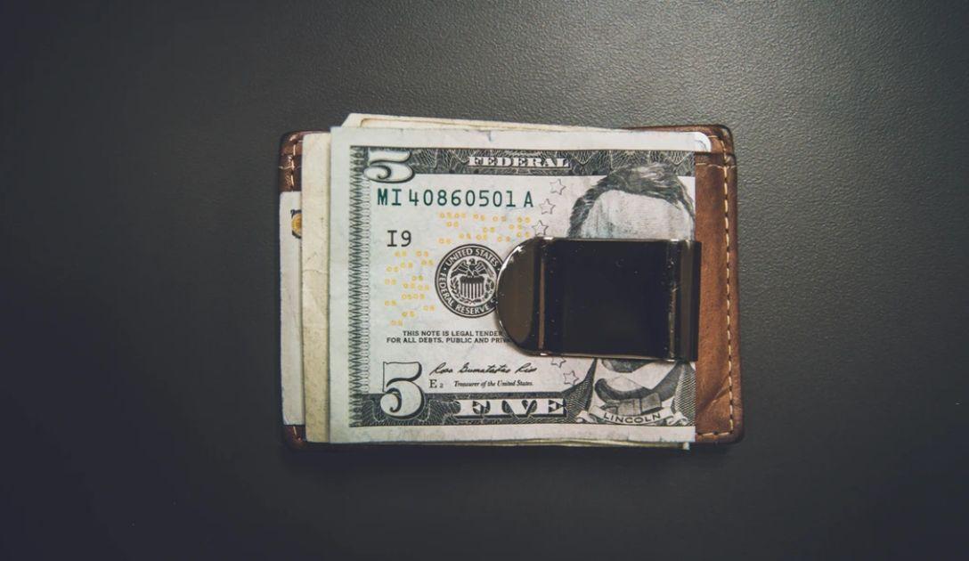 Kurs dolara do złotego (USD/PLN) najwyżej od października. Funt powyżej 5,13 zł. Frank nad 4,02 PLN