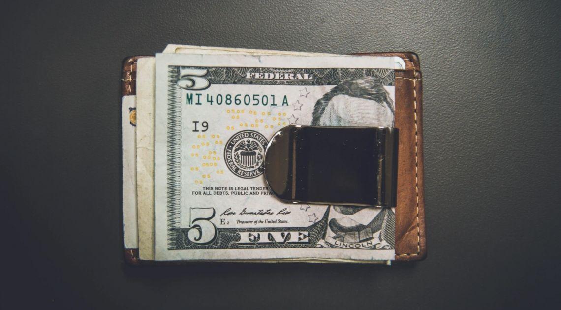 Kurs dolara do złotego (USD/PLN) w dobrym miejscu do kupna. Znaczne osłabienie amerykańskiej waluty
