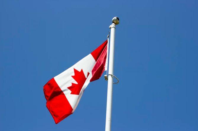 Kurs dolara kanadyjskiego zyskuje względem waluty amerykańskiej. Polski złoty zareagował na huśtawkę danych?