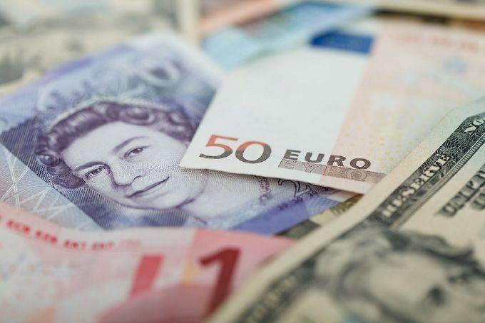 Kurs dolara nowozelandzkiego NZD w górę. Funt, jen i euro też zyskują. Dolar USD coraz słabszy