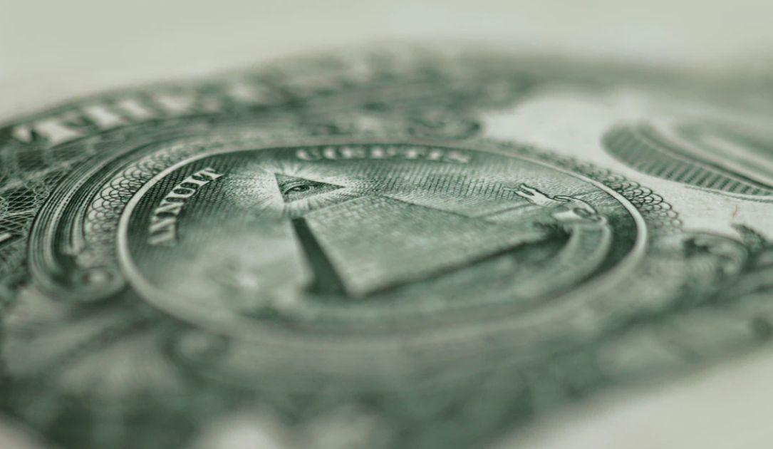 Kurs dolara przy 4,05 złotego. Funt po 4,98 PLN. Komentarz walutowy – polski złoty w natarciu!