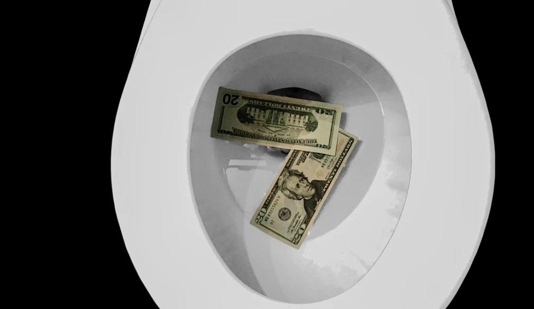 Kurs dolara runął! Rozpoczyna się wojna cenowa. Potężne załamanie na rynku ropy. Cena złota blisko 1700 USD