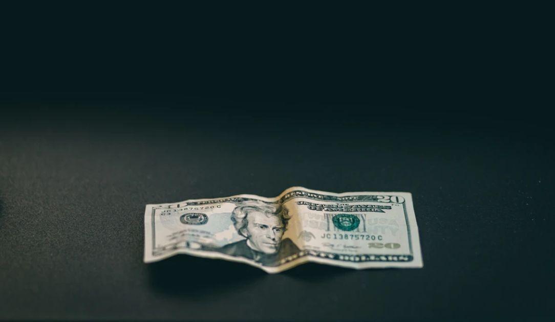 Kurs dolara silnie wzrośnie? Nie tylko FED się liczy. Świat wkroczył w długotrwałą recesję?