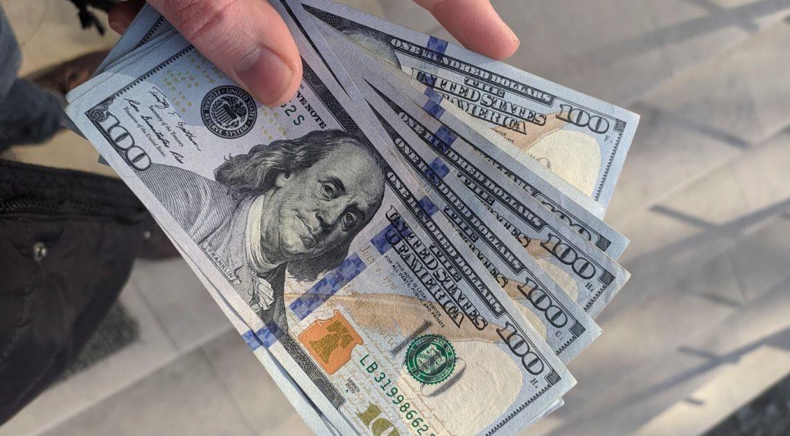 Kurs dolara spada, złoto i srebroumacniają się. Euro do funta (EUR/GBP) odnalazło kluczowe wsparcie