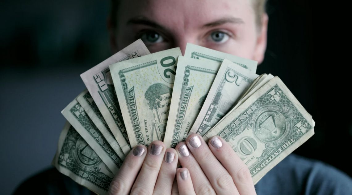 Kurs dolara testuje nowe maksima! Ile zapłacisz dzisiaj za euro, dolara, funta i franka? Kursy walut w środowy poranek