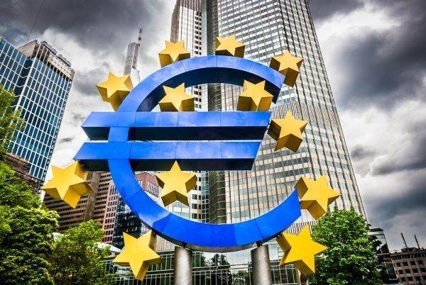 Kurs dolara umacnia się po posiedzeniu EBC. Euro i złoty tracą.