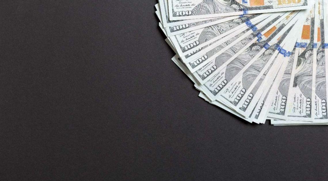 Kurs dolara (USD) traci, inwestorów nadal kuszą bardziej ryzykowne aktywa