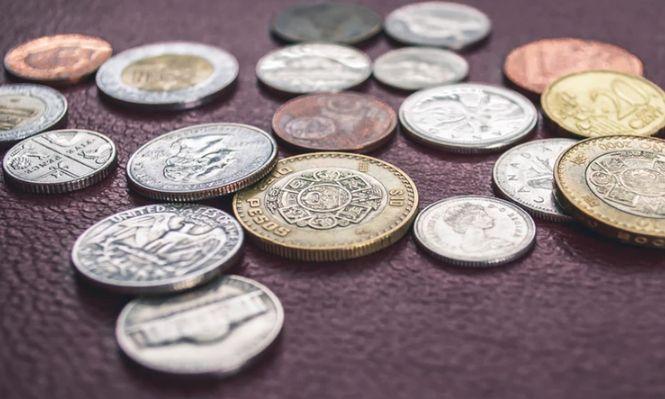 Kurs dolara USD traci po gołębim spotkaniu FOMC. A jak z kursem EUR, GBP i PLN?