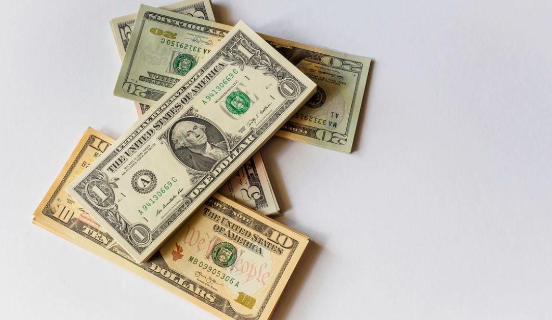 Kurs dolara (USD) umacnia się względem euro (EUR). Nie jest tak źle? Poprawa na rynku pracy w USA
