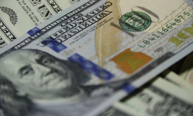 Kurs dolara USDPLN na poziomie ponad 3,91 złotego. Frank za prawie 4 zł. Podtrzymanie piątkowego podbicia polskiej waluty