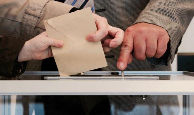 Kurs dolara wobec finału w Partii Konserwatywnej. Spór z Komisją Europejską