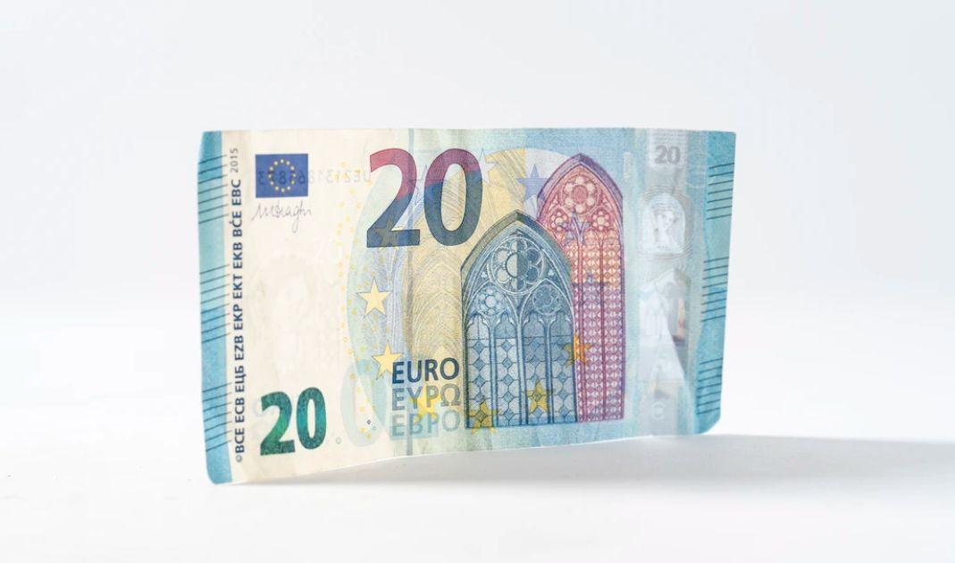 Kurs euro do dolara (EUR/USD) oscyluje wokół 1,1085. Oczy zwrócone na franka. Chyba jednak nie jest dobrze...