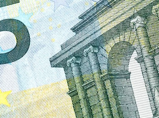 Kurs euro do dolara EUR/USD pozostaje na niskich poziomach. Odczyt PMI dla przemysłu w USA poniżej 50 pkt. Czekamy na Powella