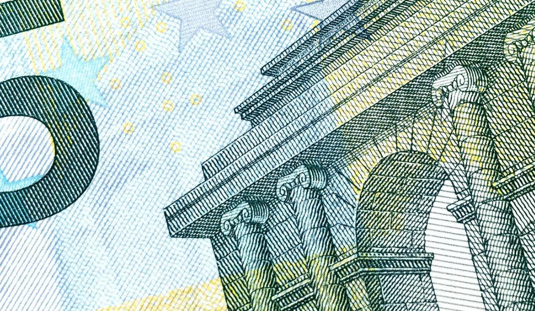 Kurs euro do dolara (EUR/USD) wraca pod poziom 1,13. Spadek amerykańskiej waluty w relacji do jena. Czas na refleksję