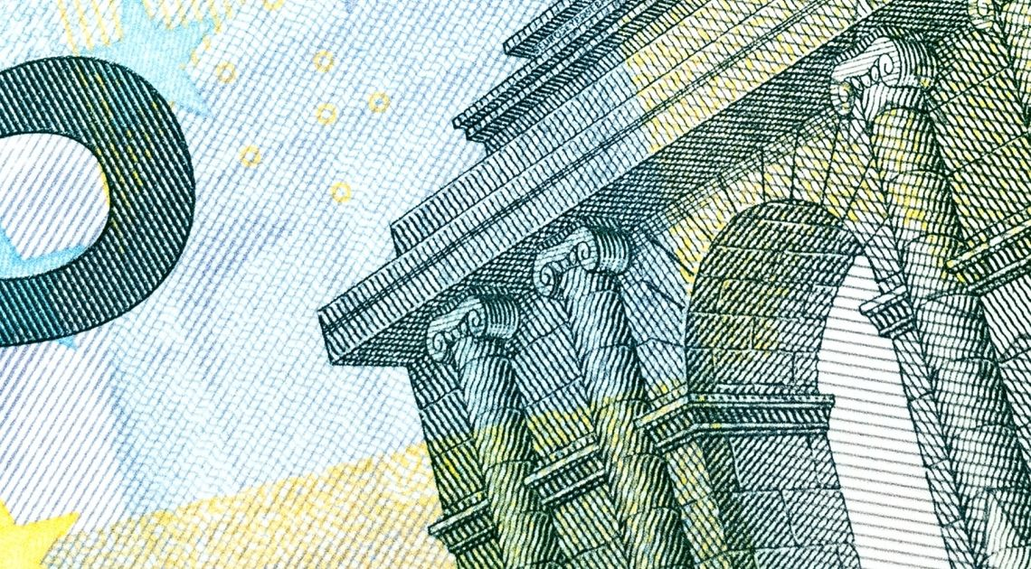 Kurs euro do dolara wybija dołem. Jak daleko sięgną spadki?