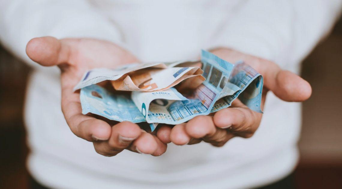 Kurs euro do dolara powrócił ponad 1,12. Odbicie na funcie względem amerykańskiej waluty. Co zwycięży: chciwość, czy strach?