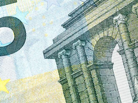 Kurs euro (EUR) do dolara (USD) - oczekiwanie na dalsze wzrosty. Spokojniejszy start w Europie, dane z rynku pracy Wlk. Brytanii w centrum uwagi
