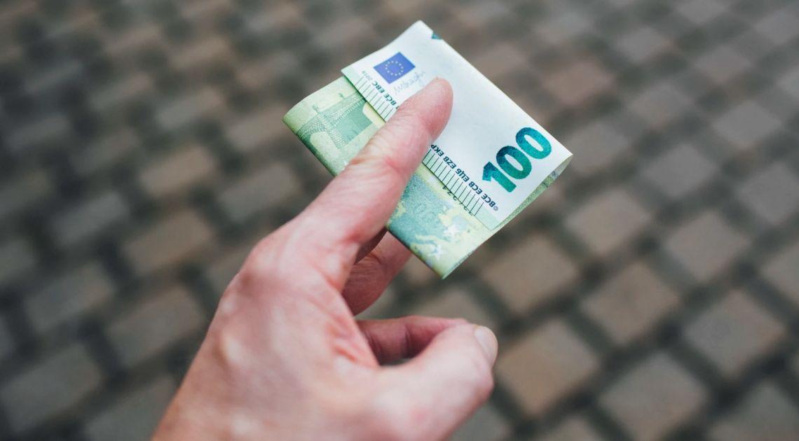 Kurs euro (EUR) do dolara (USD) odnalazł opór. Niewielkie wzrosty na otwarciu w Europie, Chiny zamkną konsulat USA w Chengdu