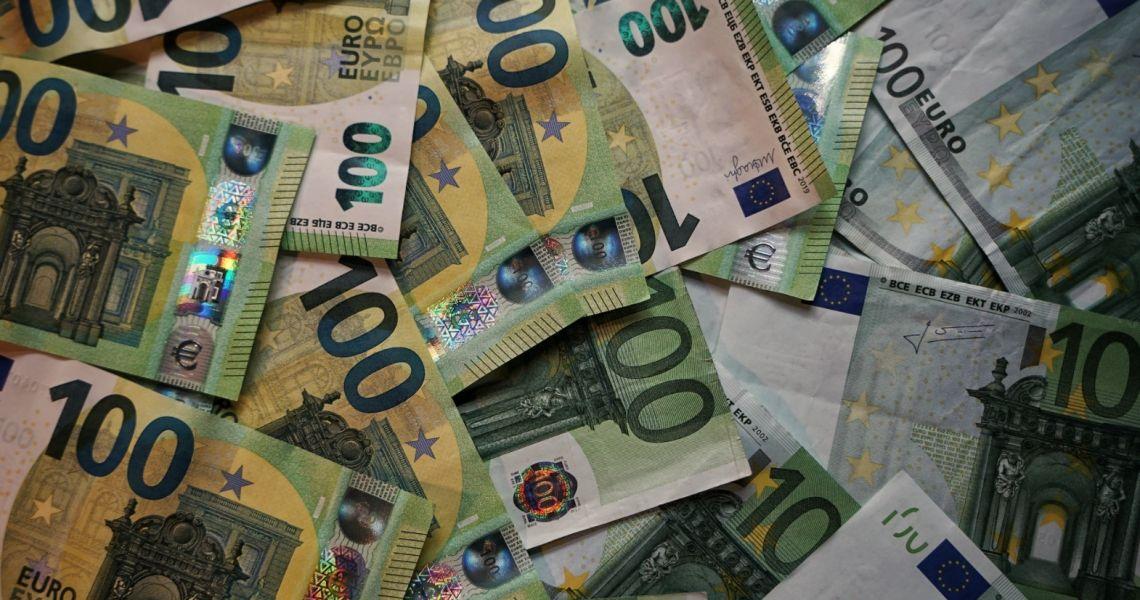 Kurs euro (EUR) do dolara (USD) w trendzie wzrostowym. Mieszane dane z Chin, odbicie w Europie