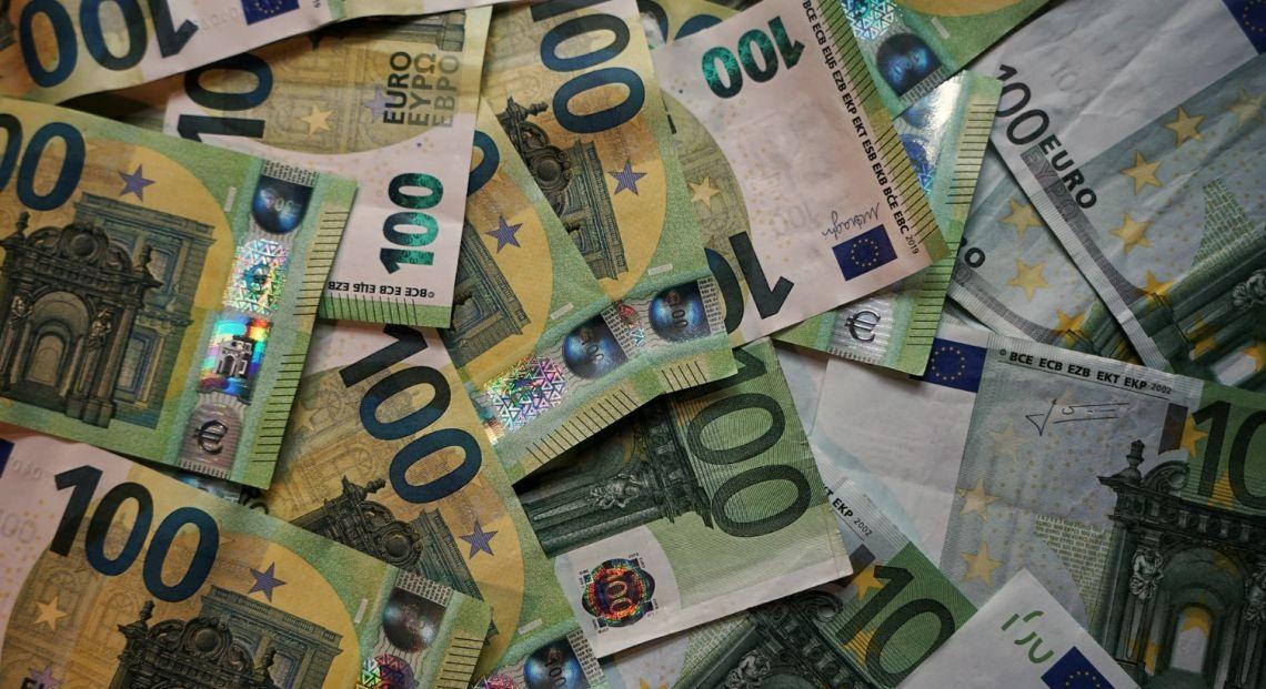 Kurs euro (EUR) do dolara (USD) wybija się ponad poziom 1,17. EUR/PLN przy 4,40 złotego. Dzień na rynkach finansowych