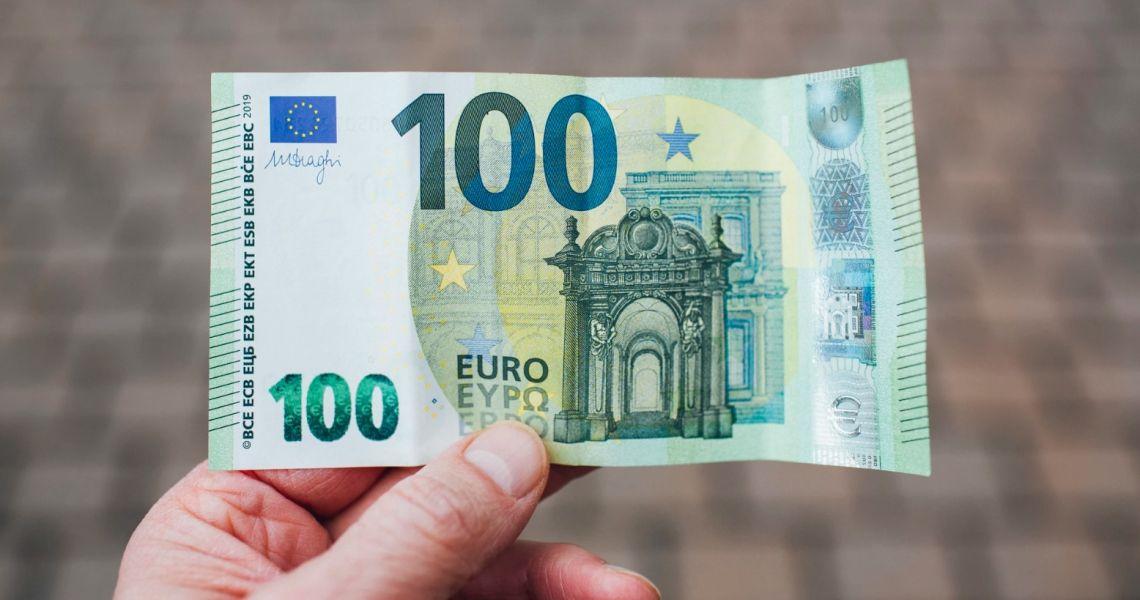 Kurs euro (EUR) wciąż w górę w relacji do dolara (USD). Oczekiwane wyższe otwarcia w Europie na fali rosnących nadziei na szczepionkę