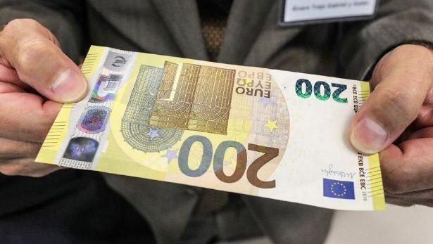 Kurs euro EUR/PLN podbija ponad 4,2870 złotego. Dolar USD w okolicach 3,87 zł. Polska waluta stabilna przed FED