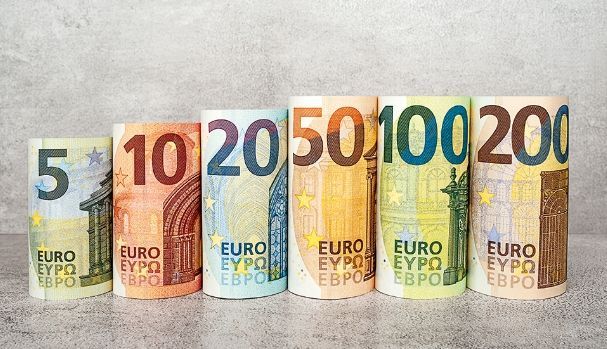 Kurs euro EURPLN poniżej 4,34 złotego. Funt powyżej 4,85 zł. Czego oczekiwać od EBC? Komentarz walutowy