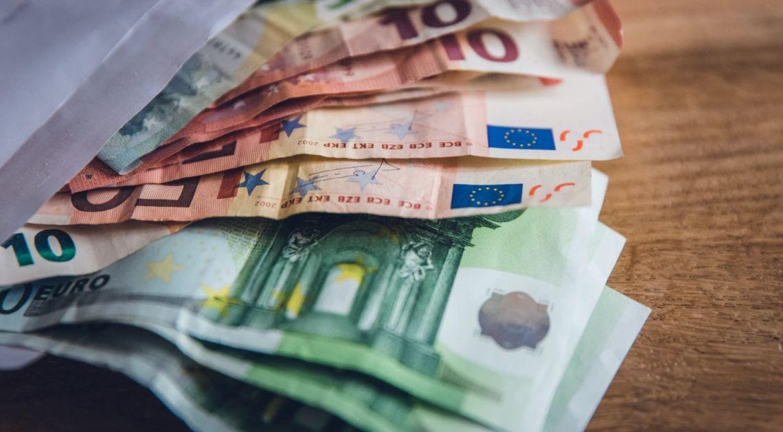 Kurs euro EUR/PLN powyżej 4,53 zł. Nieudany blef Johnsona