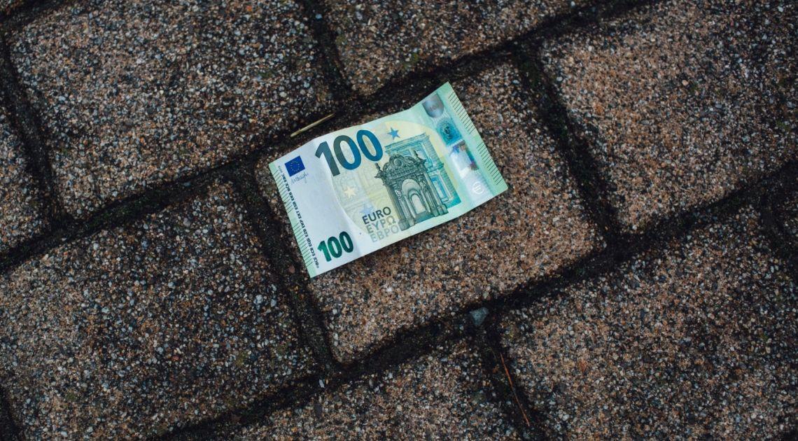 Kurs euro EUR/PLN przy 4,43 złotego. Dolar traci na rynku Forex. Przerwanie marazmu