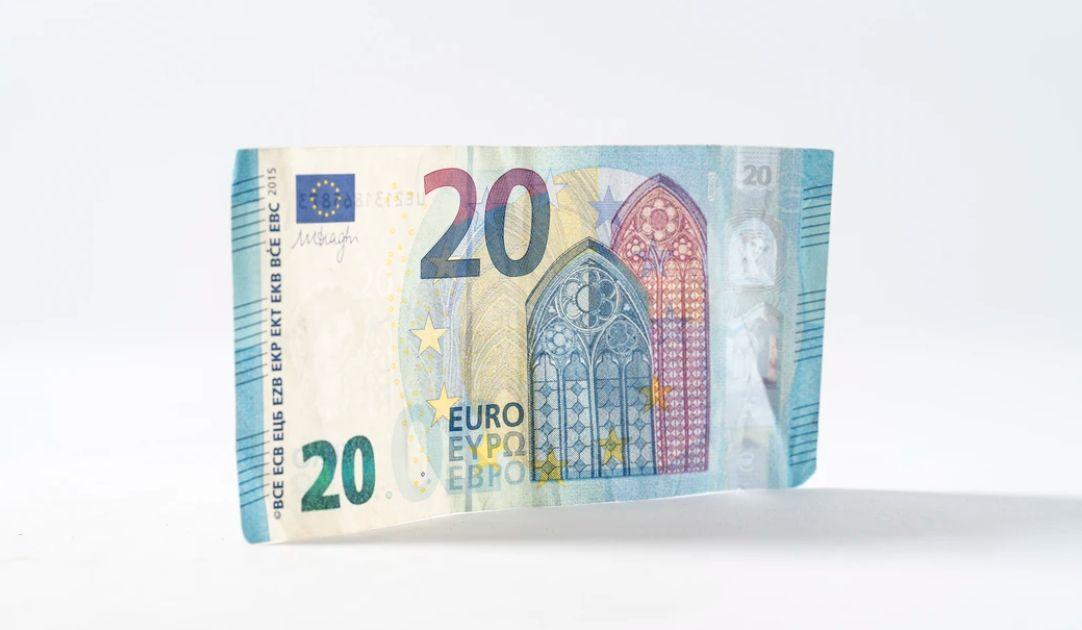 Kurs euro EUR/PLN - rośnie ryzyko kolejnej fali osłabienia złotego