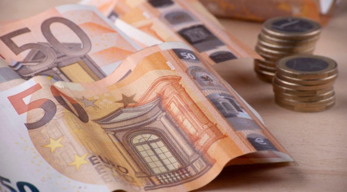 Kurs euro powyżej 4,50 złotego. Dolar USD wysoko. Komentarz walutowy –  Fed przyspiesza działania