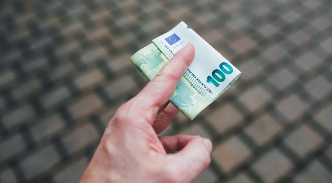 Kurs euro powyżej 4,53 zł. Dolar USD przy 4,16 PLN. Polski złoty nieco mocniejszy, RPP bez konferencji