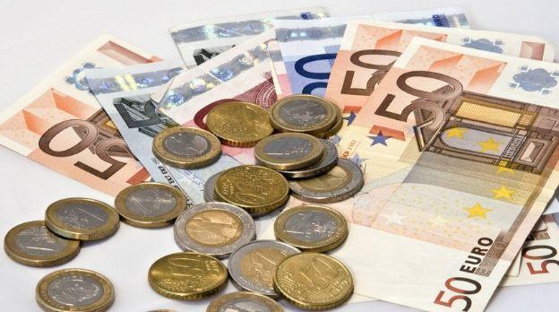 Kurs euro przebija 4,25 złotego. Polska waluta traci. Tydzień kluczowych raportów