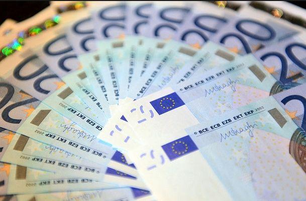 Kurs euro w EBC: 1,1421 dolarów i 128,34 jenów