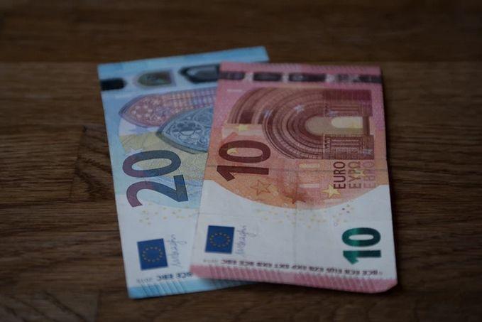 Kurs euro w jednej z najdłuższych w historii konsolidacji! Zakres wahań kursu walutowego EUR/PLN to zaledwie 4,27-4,34 złotego