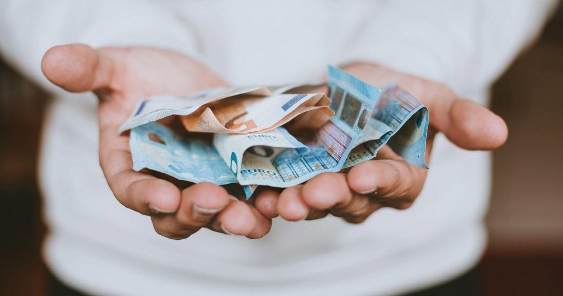 Kurs euro w trakcie kryzysu radzi sobie coraz lepiej. Co z z dolarem amerykańskim i polskim złotym?