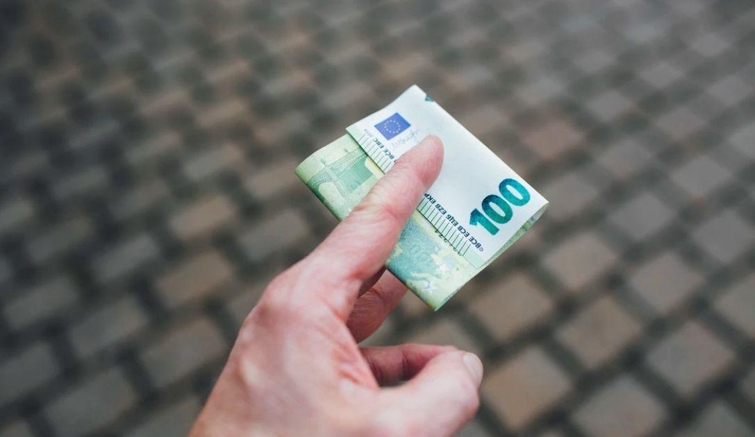 Kurs euro wobec dolara próbuje bronić wsparcia. USD względem jena opuścił konsolidację. Bieżąca analiza techniczna rynków