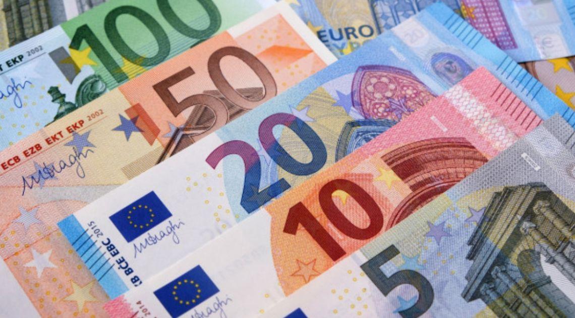 Kurs euro wyhamował spadki względem funta. Niższe ceny ropy ważą na sentymencie w Azji. Płaskie otwarcie w Europie
