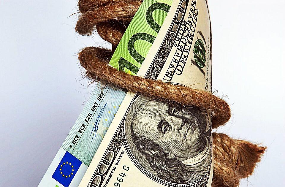 Kurs eurodolara EUR/USD poniżej 1,13, gorsze dane pretekstem do dalszej przeceny