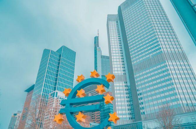 Kurs EURPLN oscyluje w przedziale 4,24-4,27 złotego. Oczekiwanie na ważne wydarzenia