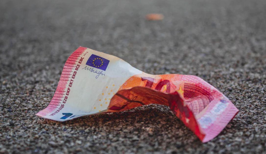 Kurs EUR/USD. Euro powraca do wsparcia. Bieżąca analiza techniczna rynków